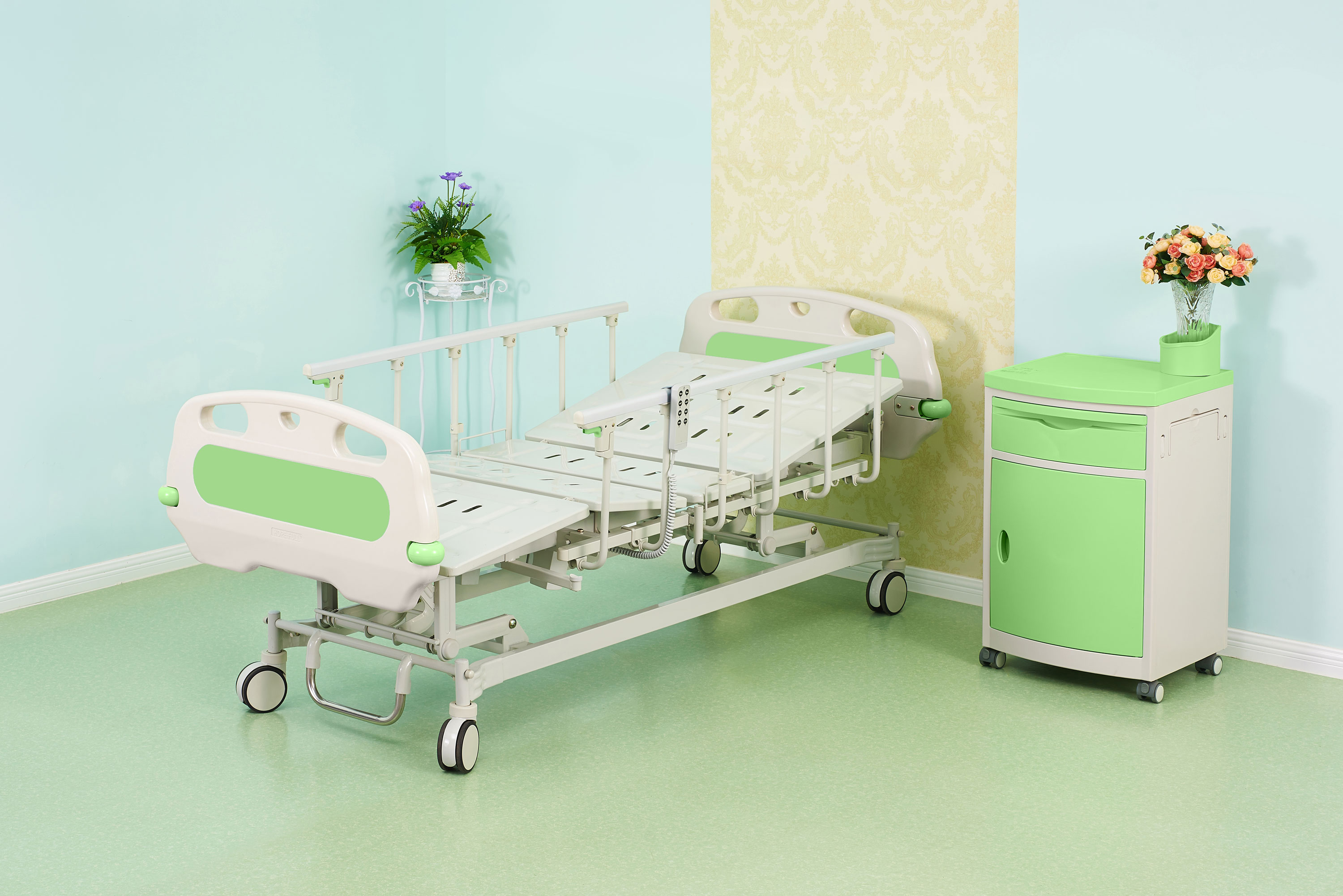D758a Three-function electric bed – Dynamic Medical Supplies
